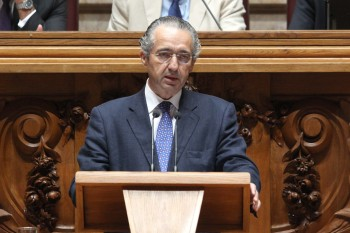 Jose Ribeiro e Castro speaking at the Portuguese parliament, 2012. (Portugal's National Assembly)