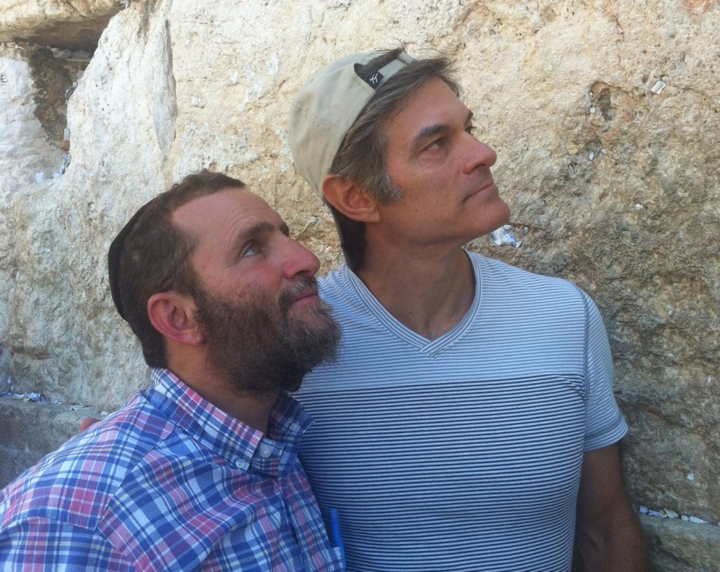 Dr. Mehmet Oz, right, and Rabbi Shmuley Boteach visiting the Western Wall in Jerusalem, August 2, 2013. (The Jewish Values Network)