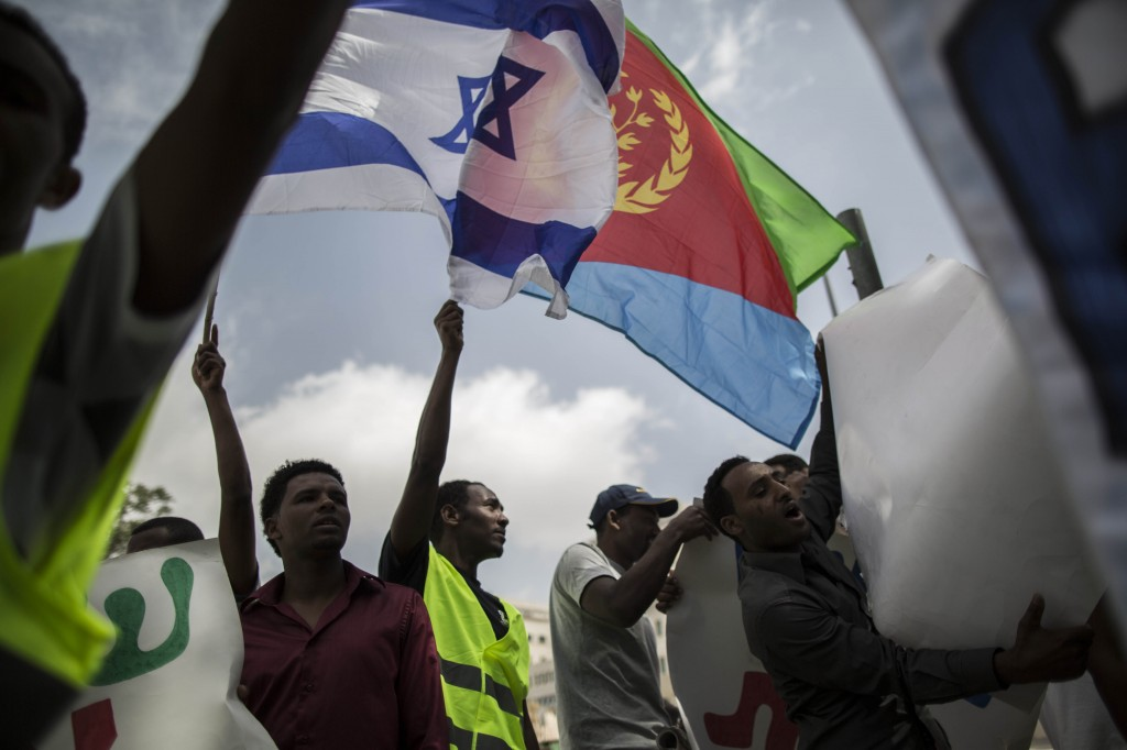 Eritrean refugees gathering outside Prime Minister's Office in Jerusalem for a demonstration against the deportation of refugees from Israel, June 9, 2013. (Yonatan Sindel/Flash90)