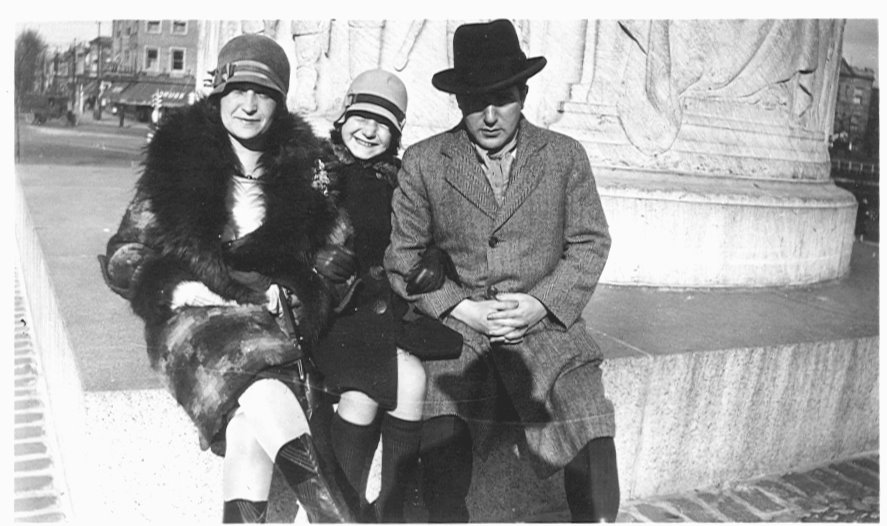 Betty Rosenberg Perlov, pictured here with her parents, in 1925.