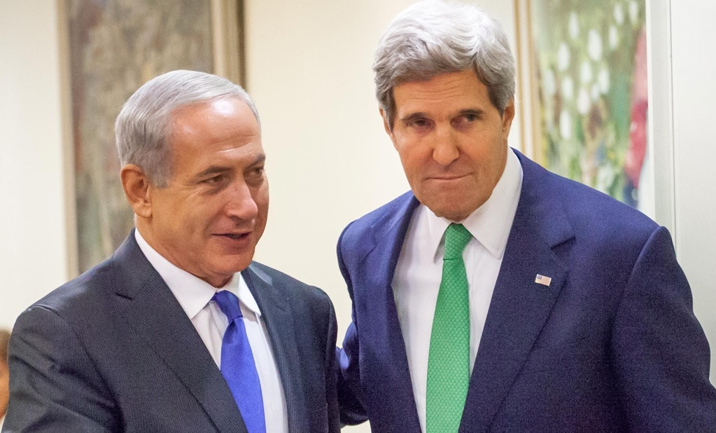 Israeli Prime Minister Benjamin Netanyahu and U.S Secretary Of State John Kerry arrive at a joint press conference in Jerusalem, Sept. 15, 2013. (Emil Salman/POOL/FLASH90)