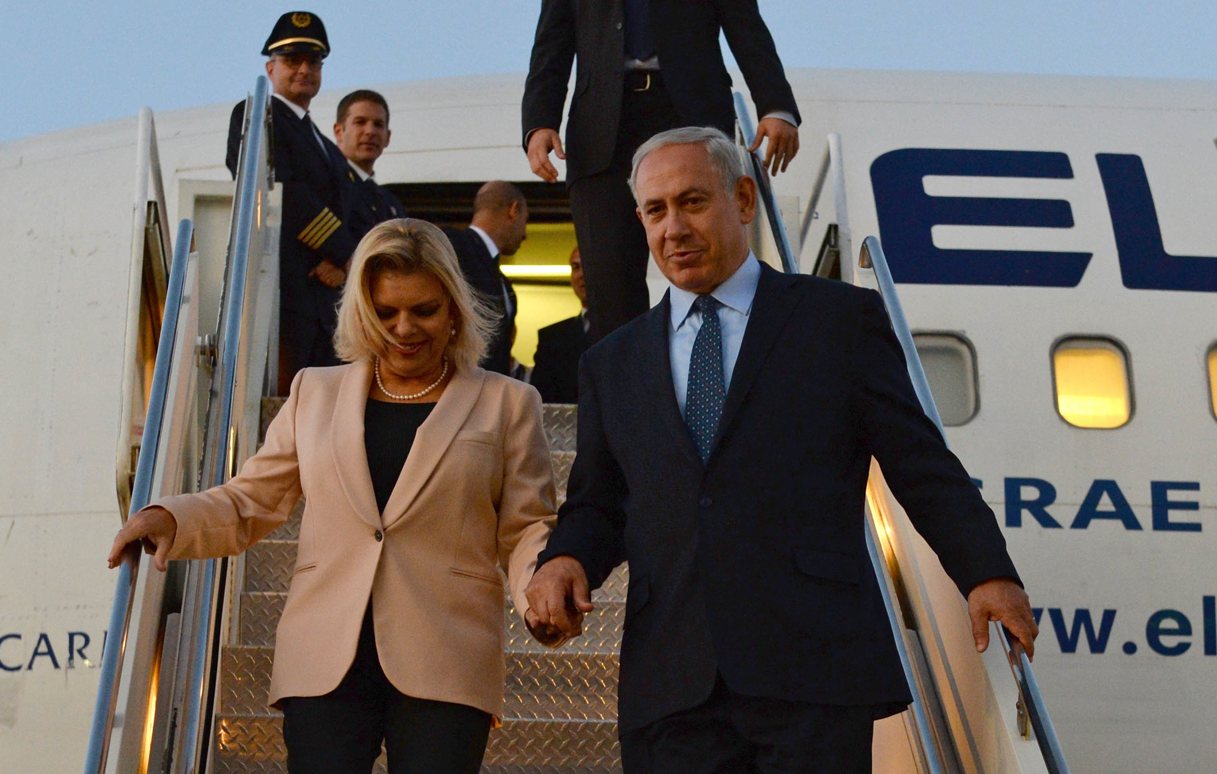Israeli Prime Minister Benjamin Netanyahu and his wife Sarah arrive in New York, Sept. 29, 2013. (Kobi Gideon/GPO/Flash90)