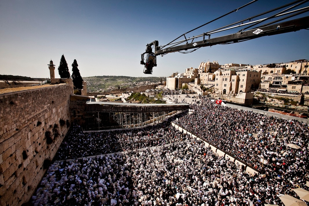 An IMAX camera mounted on a crane captures the recitation of the priestly blessing at the Western Wall during Passover. (Nicolas Ruel)
