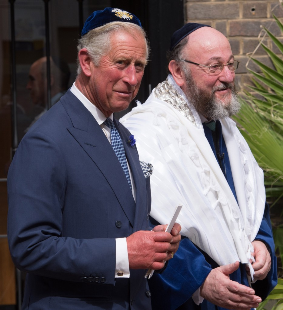Rabbi Ephraim Mirvis with Prince Charles following Mirvis' induction ceremony as the chief rabbi of the United Hebrew Congregations of the UK and the Commonwealth at the St John's Wood Synagogue in London, Sept. 1, 2013. ( Photo by Stefan Rousseau - WPA Pool/Getty Images)