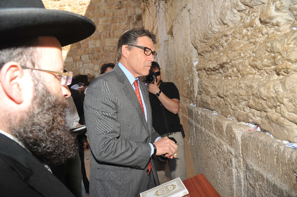 Texas Gov. Rick Perry visits the Western Wall in Jerusalem on Oct. 22, 2013. (Courtesy of the Office of the Rabbi of the Western Wall)