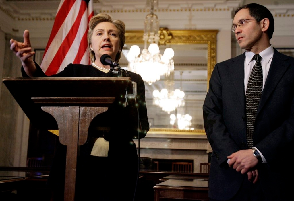 Palestinian Media Watch director Itamar Marcus at a news conference with then-Sen. Hillary Clinton unveiling a report on anti-Israel bias in Palestinian media, Feb. 8, 2007. (Chip Somodevilla/Getty Images)