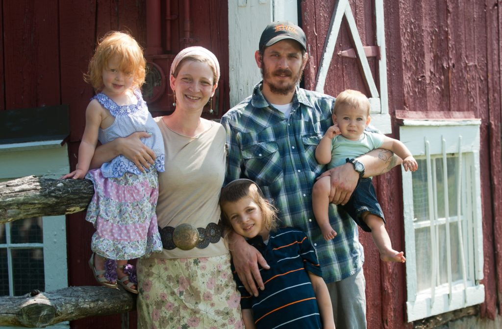 Tova Kinderlehrer and her husband, Micah Simmons, are hoping to draw 10 Jewish families to their farm in rural Pennsylvania.