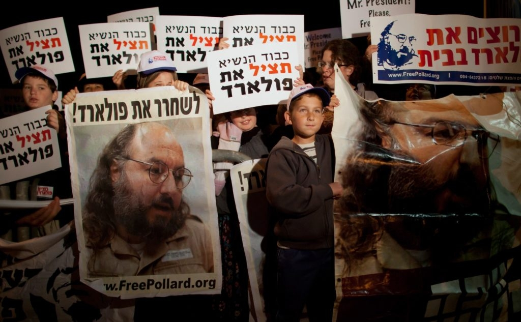 Israelis calling for the release of convicted spy Jonathan Pollard during President Obama's visit to Jerusalem last year. (Uriel Sinai/Getty Images)