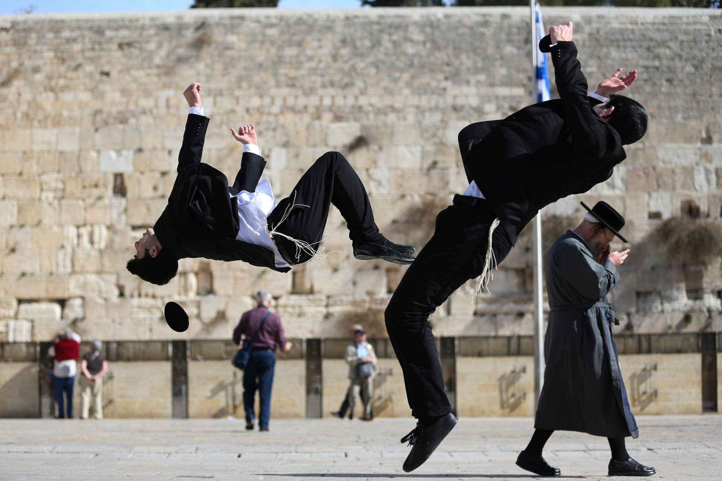 Haredi brothers literally flipping out jewish telegraphic agency