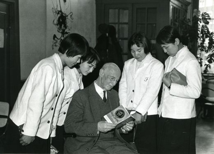 Anne Frank's father, Otto Frank, meeting with Japanese schoolgirls in 1965.