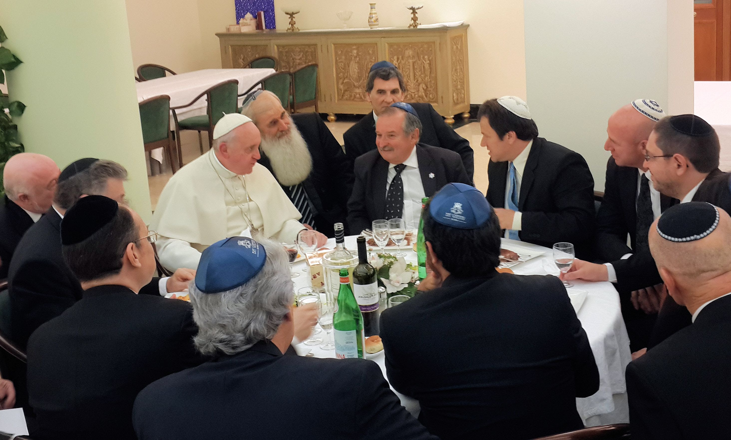 http://www.jta.org/wp-content/uploads/2014/01/pope-with-Argentine-jewish-leaders-2014.jpg