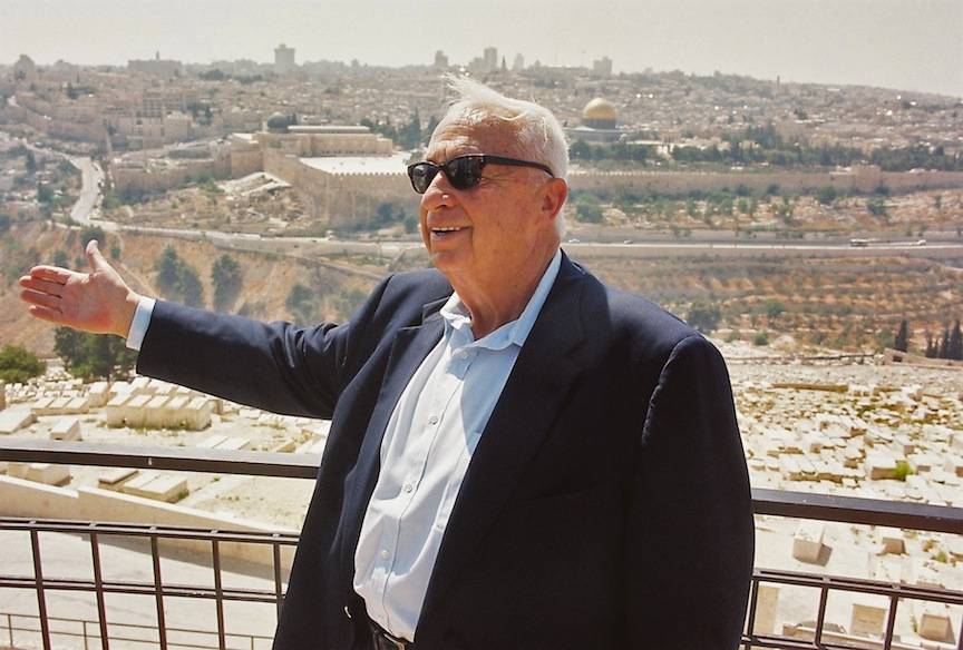 Ariel Sharon is pictured in Jerusalem with the Temple Mount in the background on July 24, 2000. (Flash90)