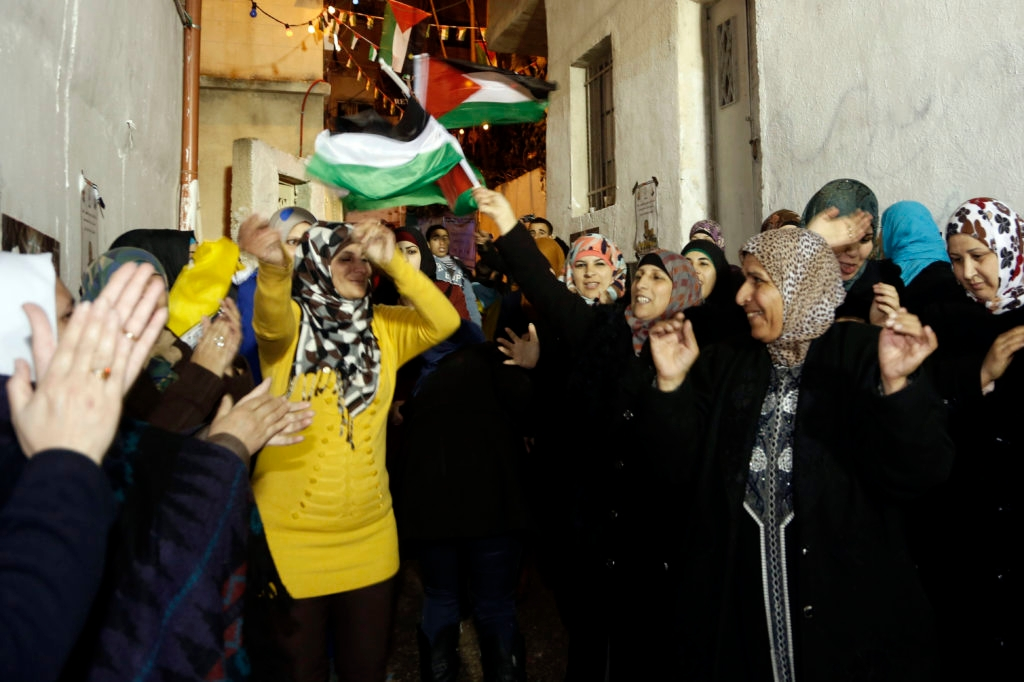 Thousands of Palestinians welcome the newly released Mahmoud Daajna in eastern Jerusalem in December. Dajna was one of  104 Palestinian prisoners released as part of an agreement to re-start U.S.-brokered peace talks. (Sliman Khader/FLASH90)