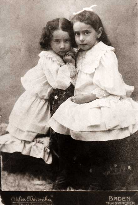 Gisela Kohn Dollinger as a child with her older sister, Helene. (Courtesy Carole Vogel)