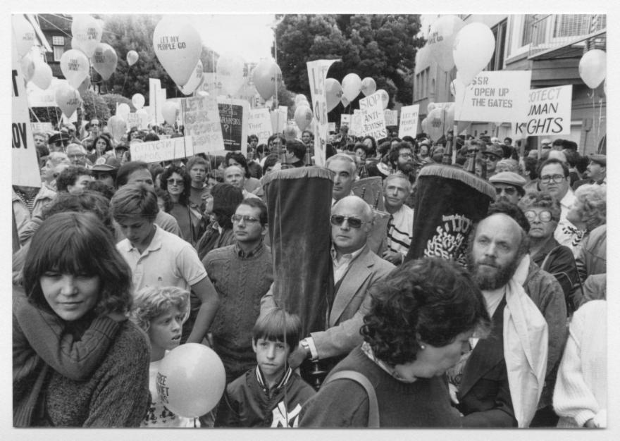 A rally for Soviet Jewry on Simchat Torah in 1983. (Center for Jewish History)