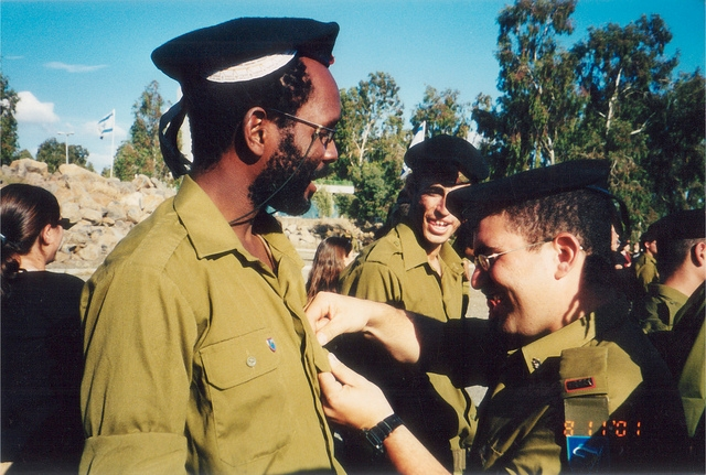 Marcus Hardie towards the end of his basic IDF training in 2001 (Flickr)