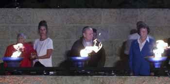Some of the six Holocaust survivors representing the 6 million Jewish victims of the Nazis lighting torches in the victims' memories at a Yom Hashoah ceremony at Yad Vashem in Jerusalem, April 27, 2014. (Yonatan Sindel/Flash90)