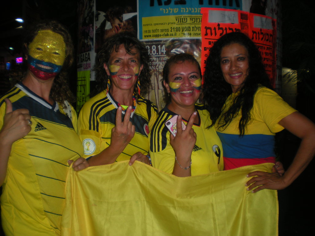 Colombians in Israel celebrate on Tel Aviv's Allenby Street after Colombia's victory over Uruguay,  (Diego Melamed)