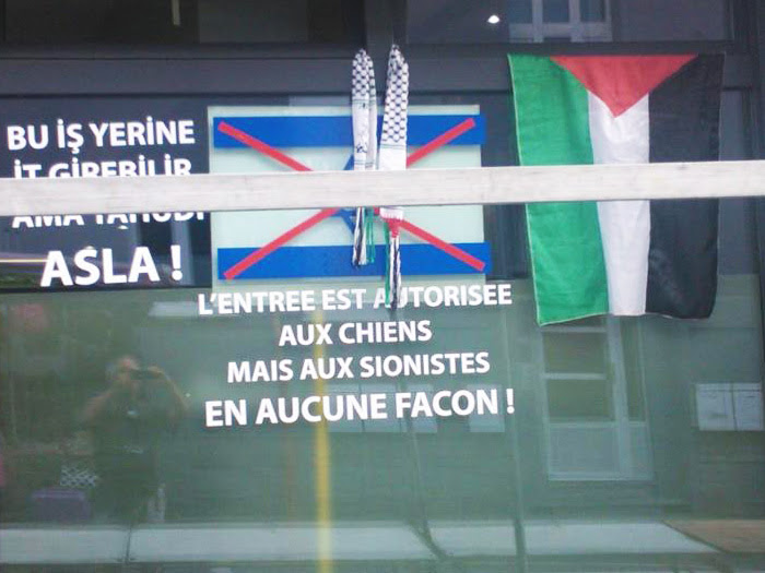 "A sign reading ""Dogs are allowed but Jews are not under any circumstances"" in Liege on July, 2014. (LBCA)"