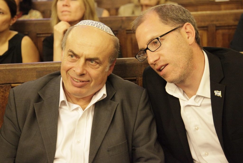 Jewish Agency Chairman Natan Sharansky, left, with the organization's head of French operations Ariel Kandel at a Paris synagogue July 2, 2014. (Alain Azria)