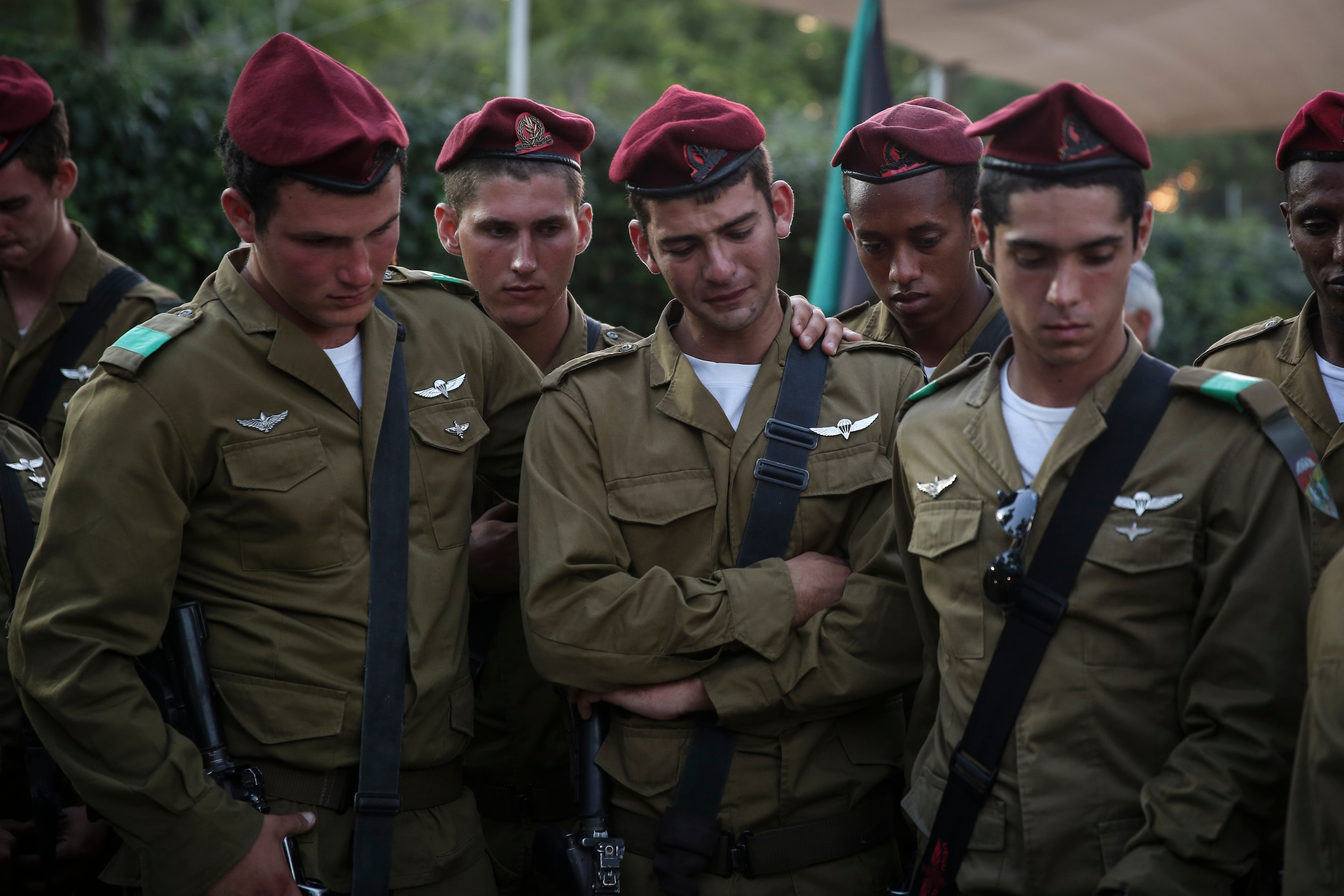 Israeli soldiers attending a ceremony at the Mount Herzl Military Cemetery in Jerusalem honoring Lee Matt, who died in July while fighting in Gaza, Aug. 21, 2014. (Hadas Parush/Flash90)