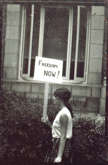 Heather Booth protesting for voting rights in Mississippi during the 1964 Freedom Summer. (Wallace Roberts)