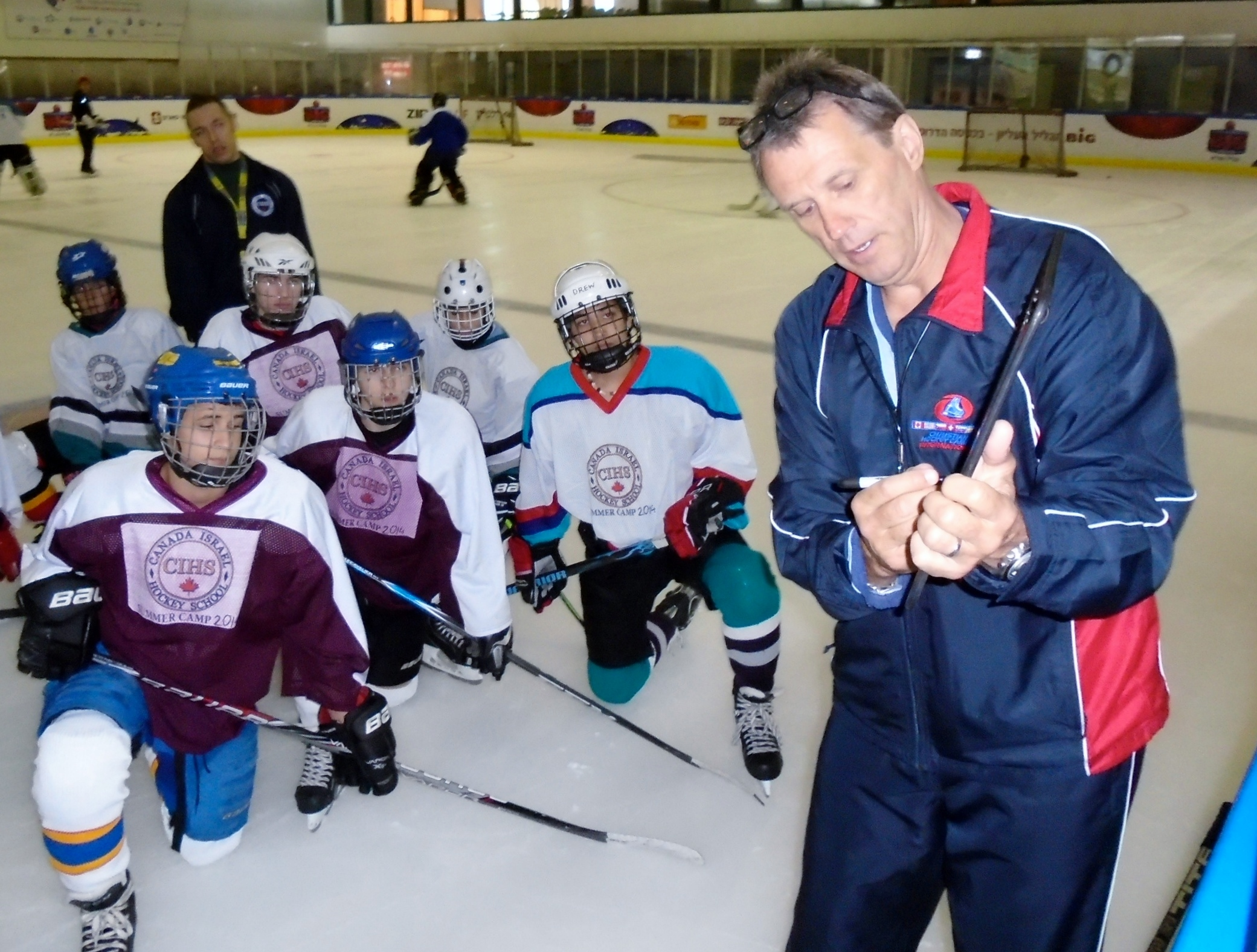 Ex-NHLer Laurie Boschman instructing young Israeli hockey players at the Canada Centre in Metulla, July 2014. (Courtesy Laurie Boschman)