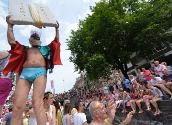 Passengers on the Jewish boat at the 2014 Amsterdam gay pride parade, Aug. 2, 2014. (Cnaan Liphshiz)
