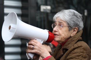 Hedy Epstein at a pro-Palestinian demonstration in 2010. (Kelly Van Pelt)