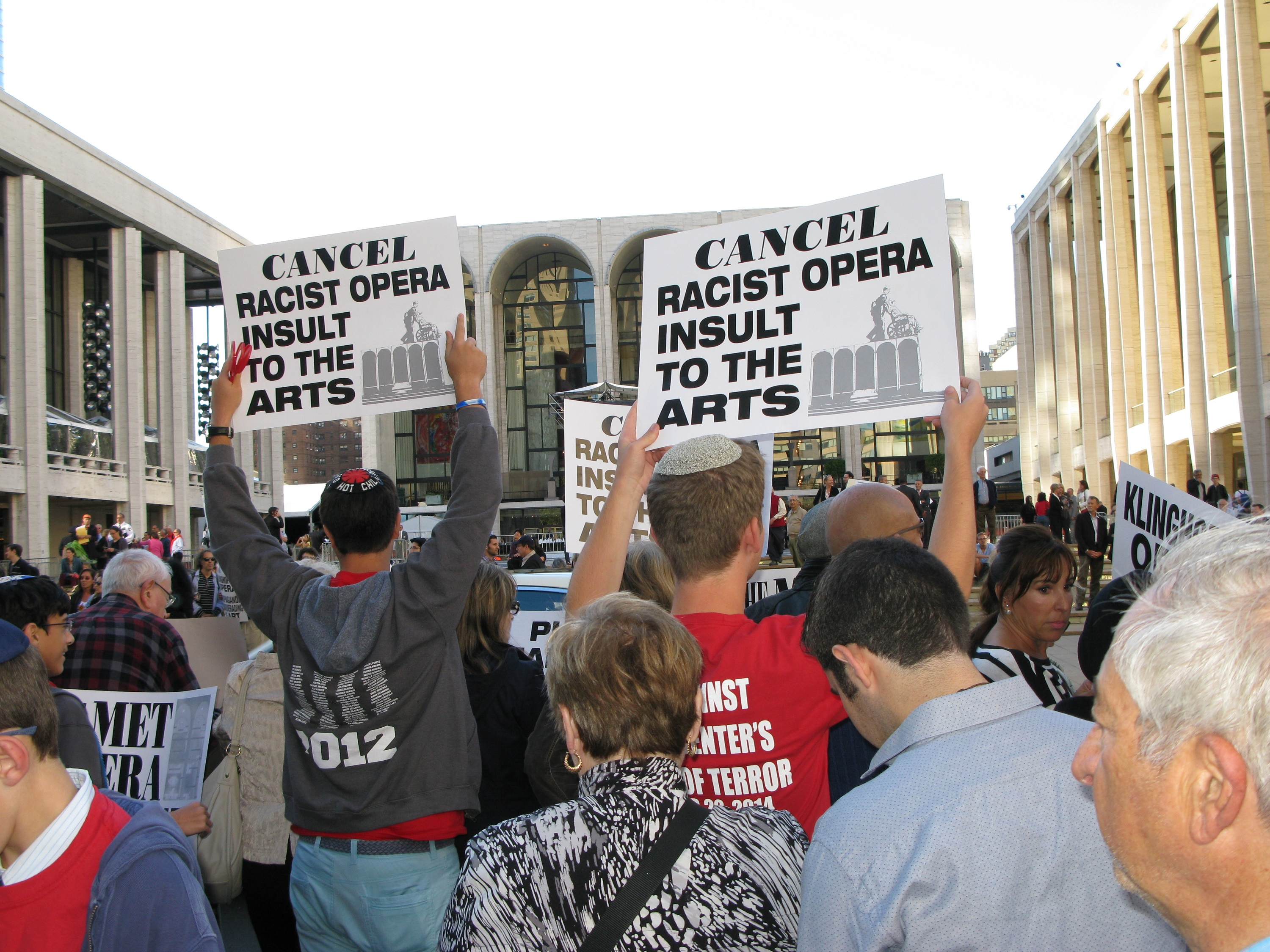 gonzales v oregon The supreme court ruled that it was ok for doctors to follow statelaw to allow doctors to prescribe a lethal dose of medication to acompetent adult, with the.