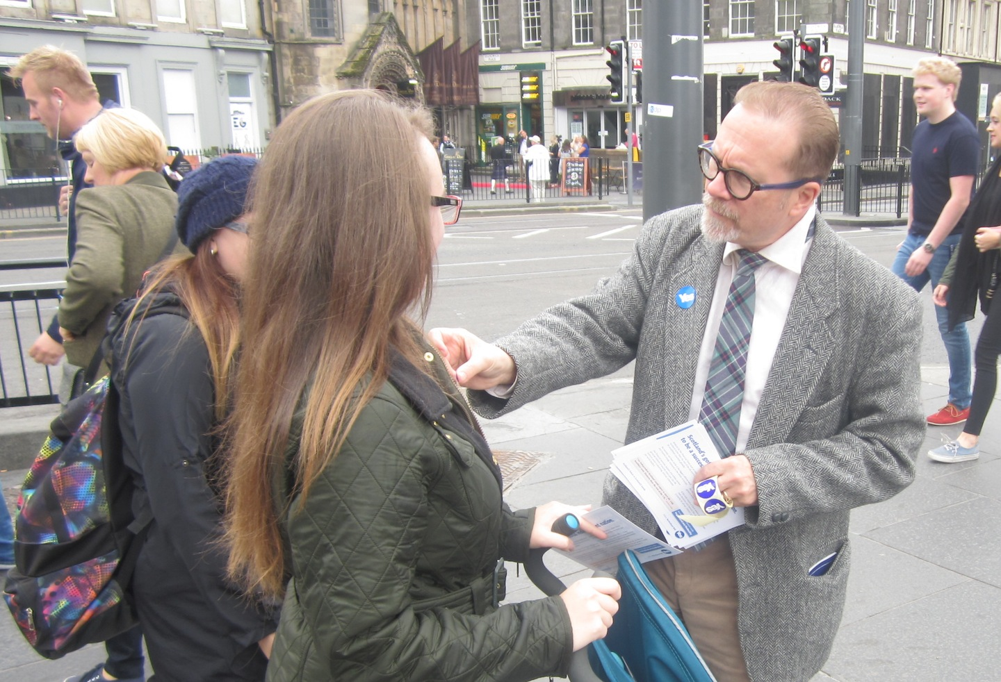 Joe Goldblatt, a Texan who gained Scottish citizenship in July, campaigns for Scottish independence in Edinburgh. (Ben Sales)