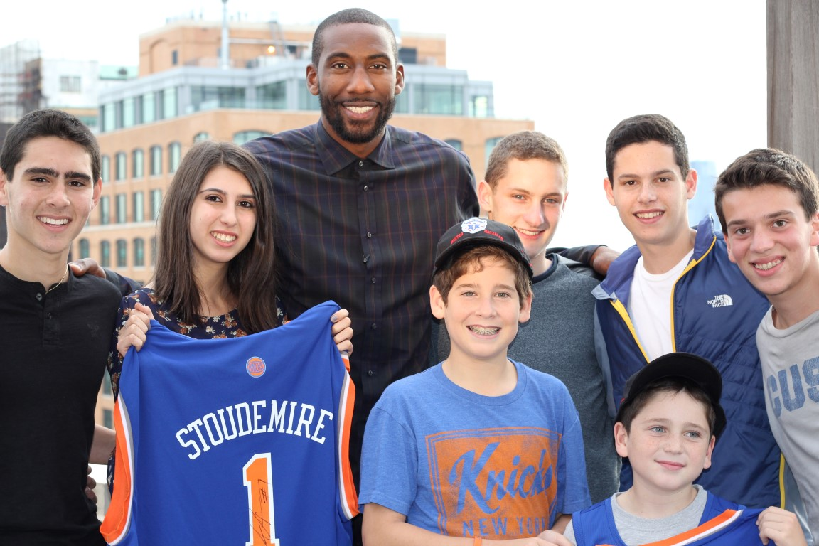 Amar'e Stoudemire of the New York Knicks teamed with New York-area teens for a video on behalf of the Israeli ambulance service United Hatzalah. (Deborah Danon)