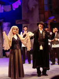 The Warsaw Yiddish Theater Takes America