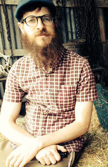 The Aussie Folk Guitarist Who Combines Dylan With Carlebach