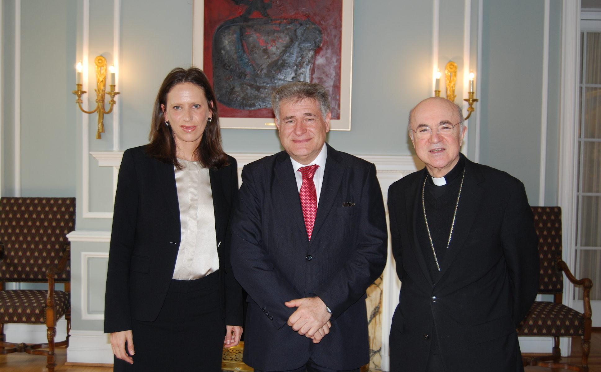 The pope's rabbi calls on Argentina to resolve AMIA - Jewish