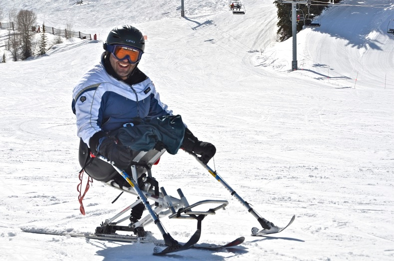 Loau Mrai, an Israeli Druze who participated in Golshim L'Chaim's 2012 class, uses a monoski with outriggers to control his descent. (Nina Zale)