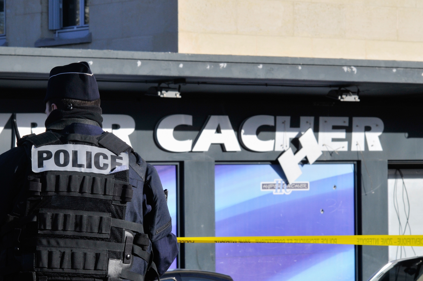 Security stand guard outside the kosher supermarket in Paris where four Jewish men were murdered when held hostage by an Islamist gunman. (Serge Attal/Flash90)