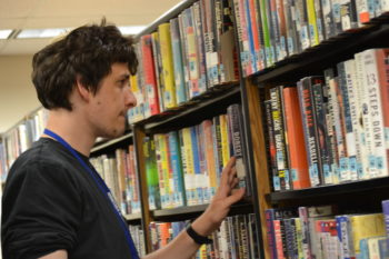 Atzmayim participant Aaron Epelbaum shelves books at the Eagle River Library, Eagle River, Wis. Courtesy of Ramah Wisconsin)