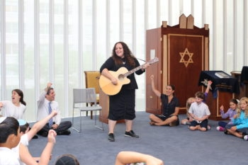 Shefa students and teachers prepare for Shabbat with music and song. Courtesy of The Shefa School)