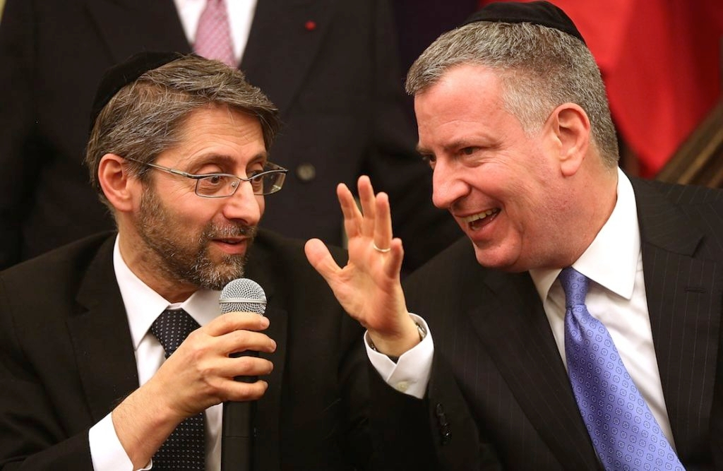 French Chief Rabbi Haim Korsia, left, and New York City Mayor Bill de Blasio a Park East Synagogue in New York, Feb. 19, 2015. (Spencer Platt/Getty Images)