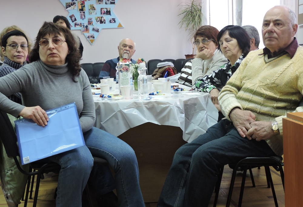 Elderly refugees from eastern Ukraine at the local branch of Hesed, a center for the elderly run by the American Jewish Joint Distribution Committee. (Ben Sales)