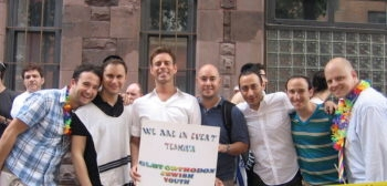 JQY Executive Director Mordechai Levovitz (center, in white shirt holding sign), coordinated Sunday's landmark event. (Courtesy of JQY)