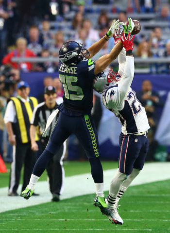 The 2014-15 NFL season ended on a bitter note for the Seattle Seahawks. This year, the season starts on Erev Rosh Hashanah. (Ronald Martinez/Getty Images)