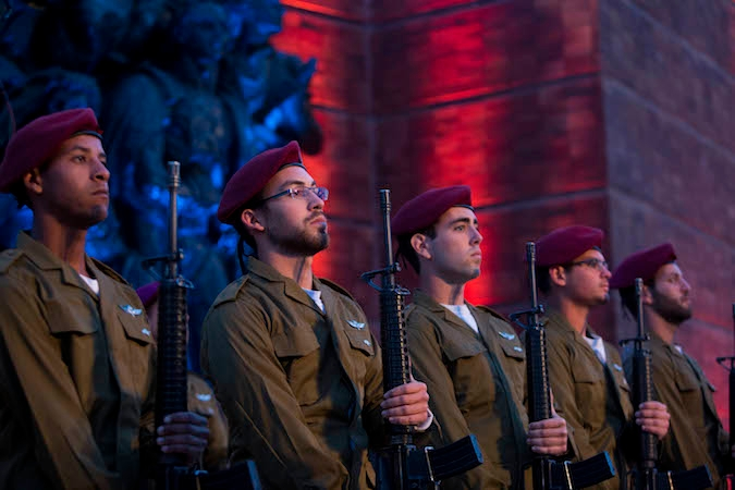 Israeli soldiers stand below a monument at a ceremony held at the Yad Vashem Holocaust Memorial Museum in Jerusalem, as Israel marks annual Holocaust Remembrance Day, April 15, 2015. (Yonatan Sindel/Flash90)