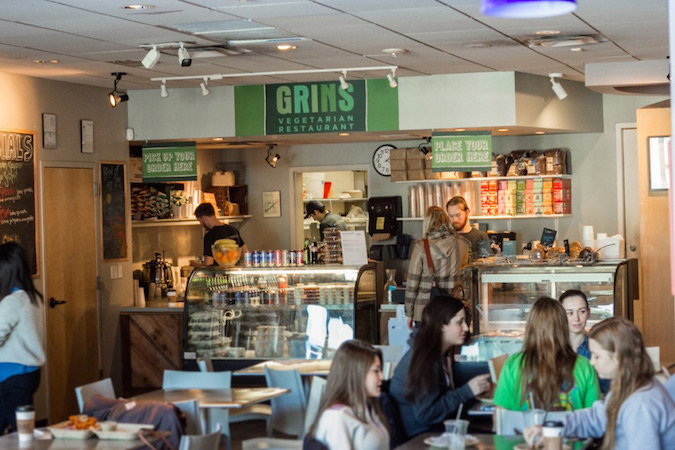 The College of Charleston's new dining hall is modeled on Grins Vegetarian Cafe, a popular kosher eatery at Vanderbilt University in Nashville, Tennessee. (Courtesy of Grins Vegetarian Cafe)