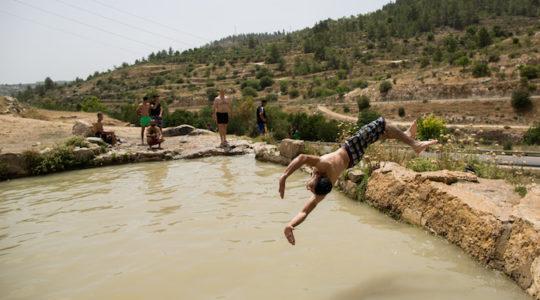 israel heat wave swimming