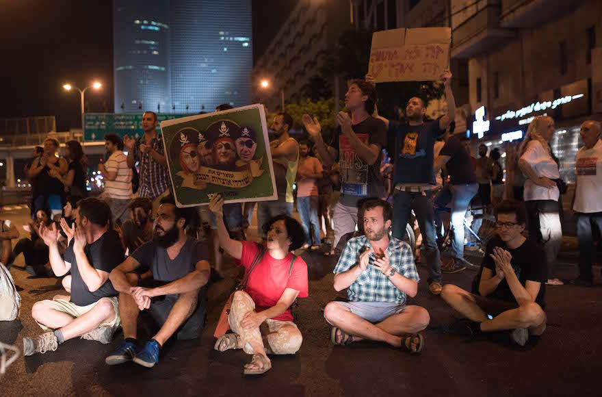 Demonstrators in Tel Aviv protest the Israeli government's support for a deal that would give two energy companies control over development of most of Israel's offshore gas deposits, June 27, 2015. (Ben Kelmer/Flash90)