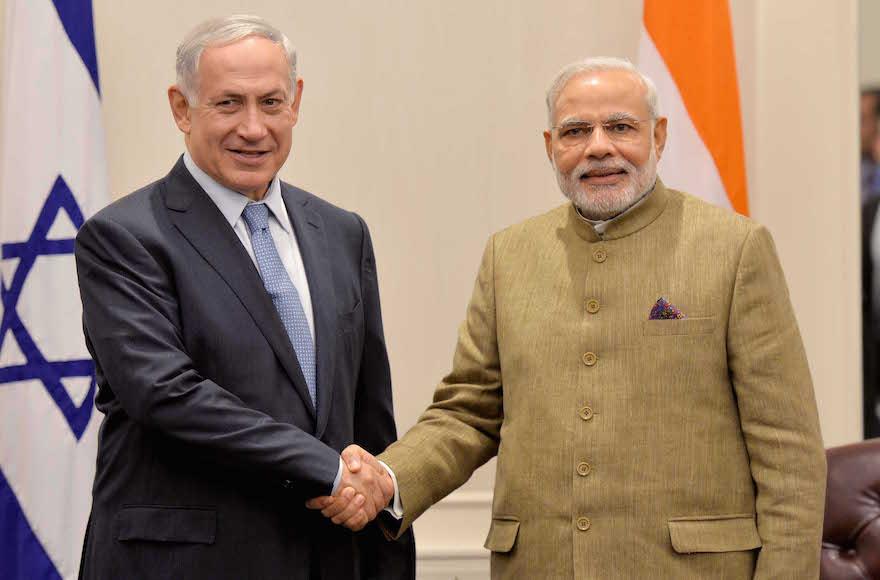 Israeli Prime Minister Benjamin Netanyahu meets with Indian counterpart, Narenda Modi, in New York, September 29, 2014. (Avi Ohayon/FLASH90