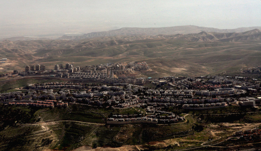 An aerial view of Israel's largest settlement, Maale Adumim, March 12, 2008. (David Silverman/Getty Images)