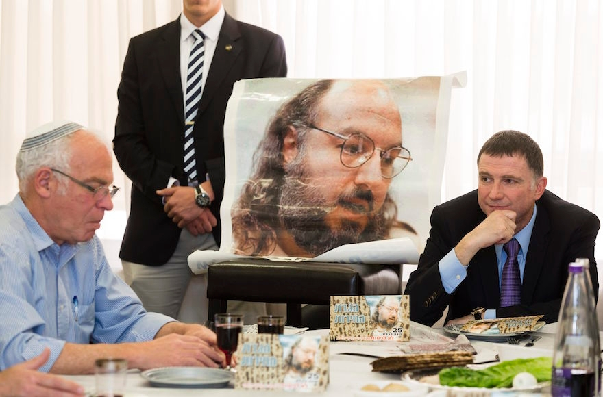 Chairman of the Knesset, Yuli Edelstein, right, and Israel's Minister of Housing, Uri Ariel, far left, at a Passover Seder meal held in honor of Jonathan Pollard at the Knesset on April 8, 2014. (Flash90).